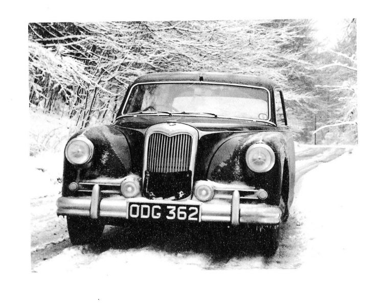 Riley Pathfinder patrol car ODG 362 in the snow at Northleach. (Gloucestershire Police Archives URN 1433)