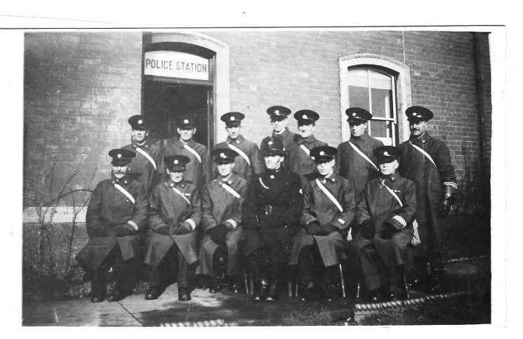 Wartime Special Constables stationed at Coombe Hill. (Gloucestershire Police Archives URN 1636)
