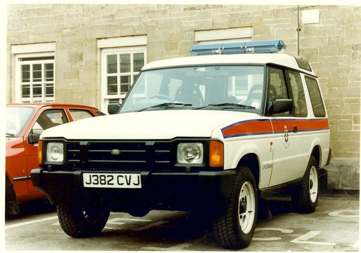Cirencester police station yard -  Land Rover Discovery Traffic patrol vehicle. (Gloucestershire Police Archives URN 1645-1)