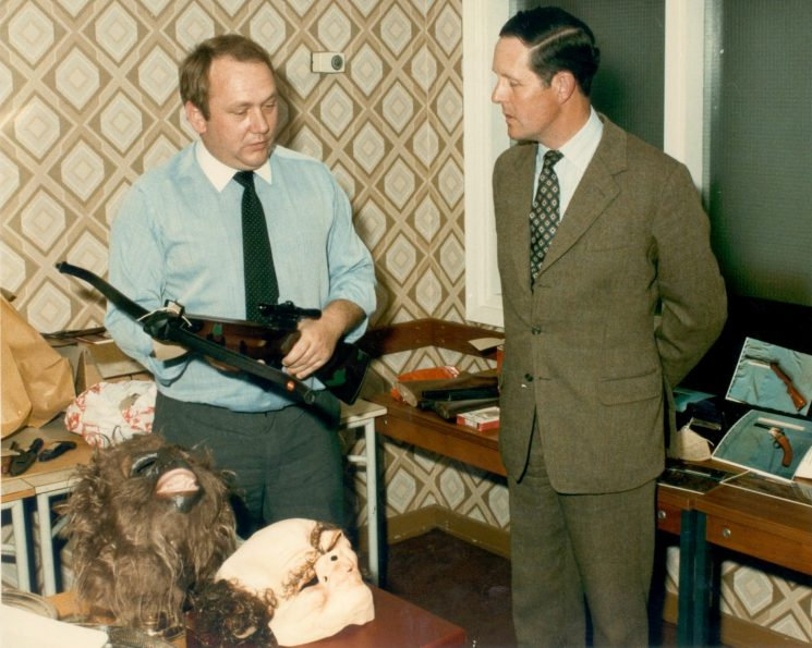 Detective Sergeant Brian Rice showing the County High Sheriff weapons used in Post Office raid in Cheltenham in June 1986. (Gloucestershire Police Archives URN 478)