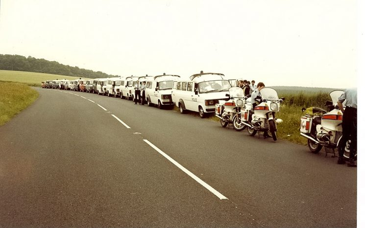 Gloucestershire Police personnel carriers and officers on stand-by duty on the Derbyshire/Nottinghamshire border during miners' strike 1984. (Gloucestershire Police Archives URN 984)