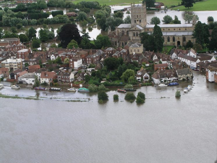 Tewkesbury Abbey during the floods 2007. (Gloucestershire Police Archives URN 2491)