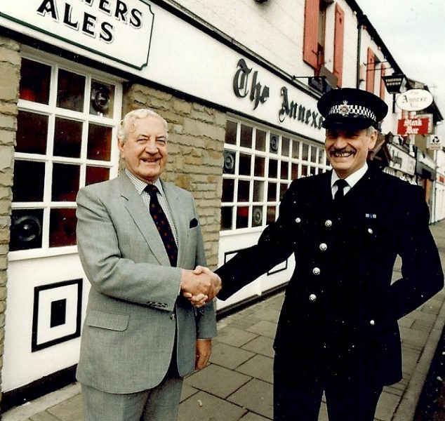 Inspector Geoffrey Sindrey with Mr Cyril Bailey, licensee of the Annex Inn Lydney at the launch of the Lydney 'Pubwatch' Scheme 1990. (Gloucestershire Police Archives URN 1000)