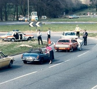 Road check at the Air Baloon Roundabout Birdlip. (Gloucestershire Police Archives URN 698)
