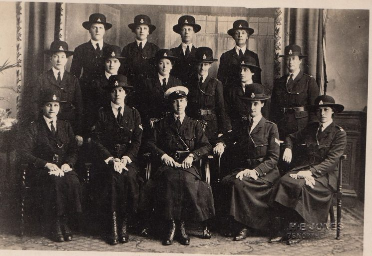 Picture of early Policewomen taken in Gloucester in 1917 (Gloucestershire Police Archives URN 2112)