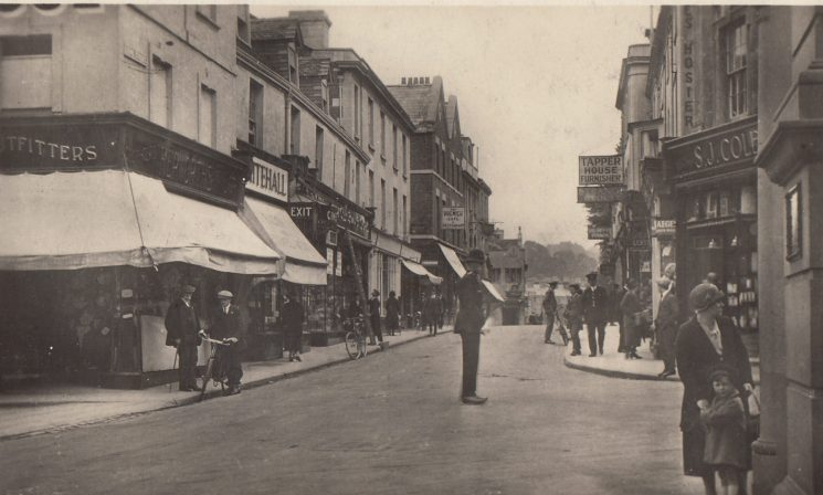 Point duty King Street Stroud. (Gloucestershire Police Archives URN 2232)