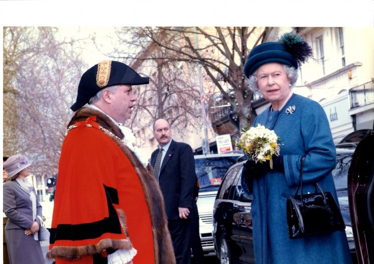 Her Majesty the Queen in The Promenade  Cheltenham 25/3/04. (Gloucestershire Police Archives URN 2237)