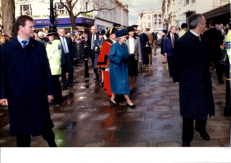Queen at Cheltenham 25/3/04 (Gloucestershire Police Archives URN 2240)