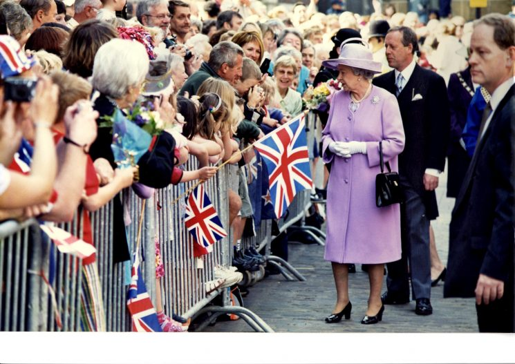 Queen at Gloucester 17/4/2003 (Gloucestershire Police Archives URN 2241)