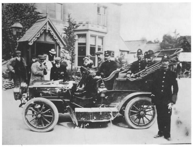 A Police Superintendent in a vintage motorcar together with his driver and several constables at The Royal George at Birdlip. This could have been 1912-14. The first recorded use of a motorcar by Superintendents was when on 15th October 1912 the Chief Constable ask the Standing Joint Committee for permission for the Superintendent at Northleach to use one instead of a horse & carriage. This was approved together with the cost of the licence of £6.6s (6 guineas) (Gloucestershire Police Archives URN 2217)