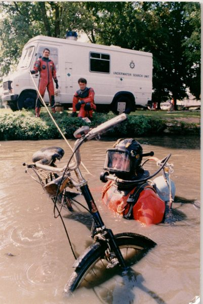 Underwater section. Jerry Herniman kneeling, Keith Richards standing on the bank. Officer in water Mark Evans. (Gloucestershire Police Archives URN 2392)