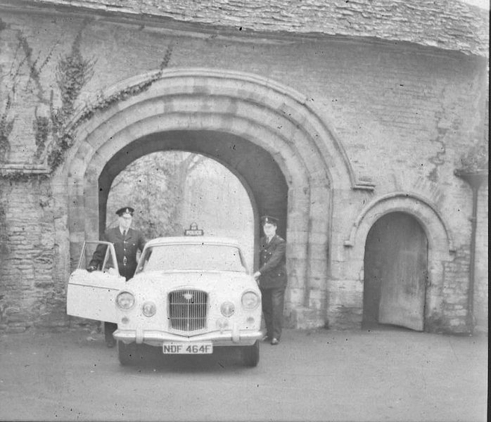 Officers and car. (Gloucestershire Police Archives URN 2466) | Photograph from an old negative