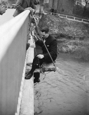 Examining the bridge. (Gloucestershire Police Archives URN 2685)