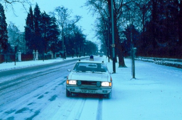 Traffic car in the snow on Lansdown Road Cheltenham (Gloucestershire Police Archives URN 6065)
