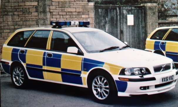 Volvo V40 T4, Cotswold and Stroud Divisional Traffic Car 2001. (Gloucestershire Police Archives URN 3759)