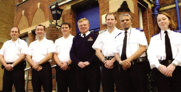 Barton, Tredwoth and Whirte City Safer Community Team  with the Chief Constable 2005. (Gloucestershire Police Archives URN 8340)