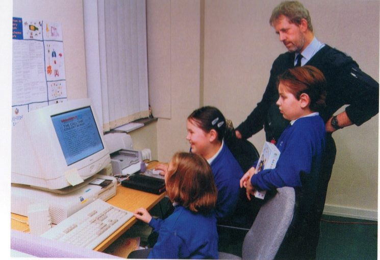 Police Constable Clive Harrison of the Schools Involvement Unit trying out 'Learning for Life' with pupils from Birdlip School. (Gloucestershire Police Archives URN 8349)
