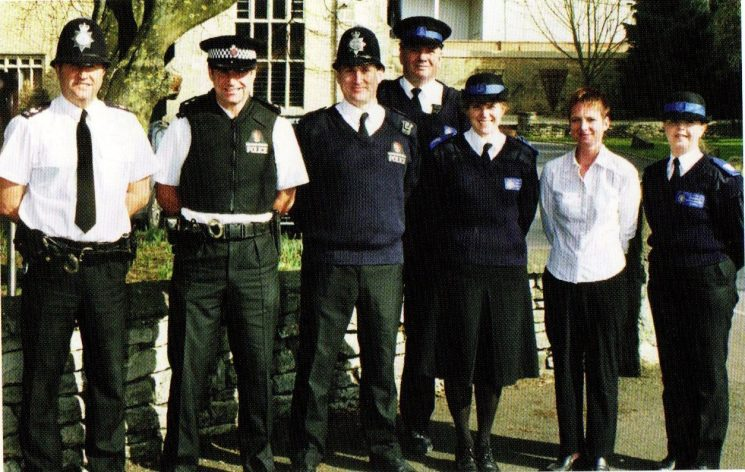 Tewkesbury Safer Community Team 2005. (Gloucestershire Police Archives URN 8409)