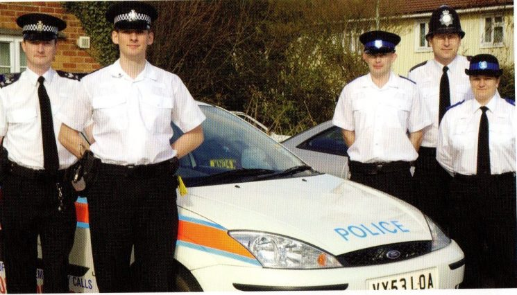 Whaddon Safer Community Team 2005. (Gloucestershire Police Archives URN 8411)