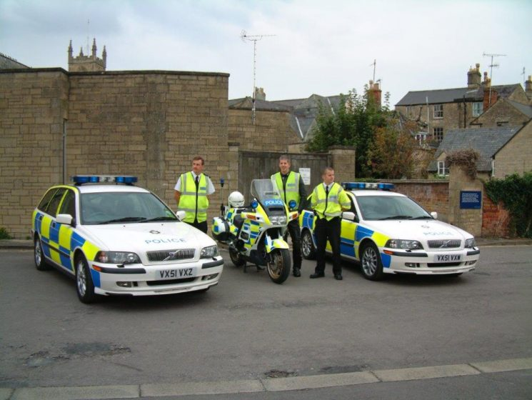 Police Constables Colin Ford, Mark Dimond,  Wayne Usher in the yard at Cirencester 2002. (Gloucestershire Police Archives URN 8440)
