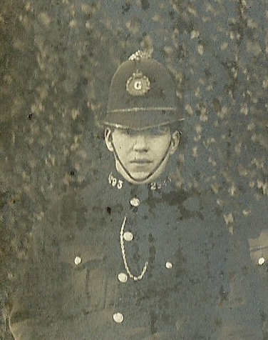 Police Constable 293 Frank Jayne awarded Silver Braid for stopping a runaway horse on 13th February 1923. He was also awarded £3. (Gloucestershire Police Archives URN 8612)