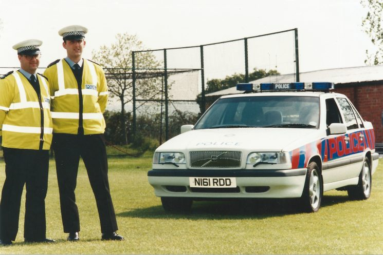 1996 Volvo 850 T-5 with tiger stripe livery. Police Constables Byron Chandler and Stu Kenny. (Gloucestershire Police Archives 8894)