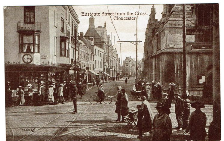 Gloucester Cross 1919 with police officer directing traffic. (Gloucestershire Police Archives URN 9172) | Photograph from Wendy Jordan