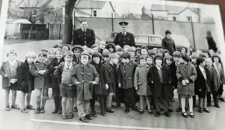 Police Constables giving road safety lessons to children at Charlton Kings Infant School in the 1970s. (Gloucestershire Police Archives URN 9899) | Photograph from Geoff Bridgman