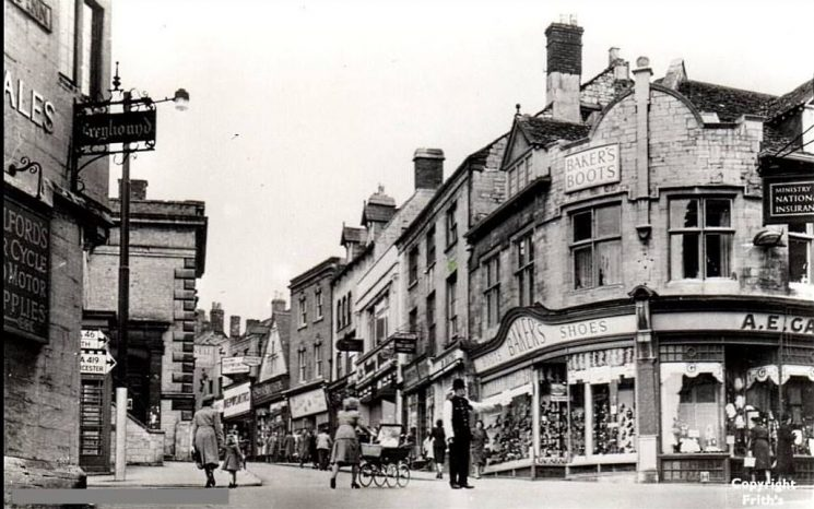 Town Time (top of Gloucester Street) Stroud, 1950s. (Gloucestershire Police Archives URN 1914)
