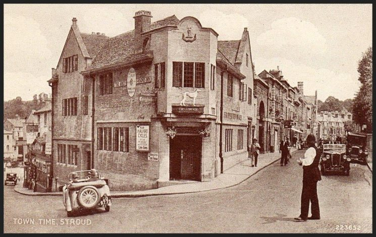 Police constable on point-duty, Town Time, Stroud. (Gloucestershire Police Archives URN 1917)