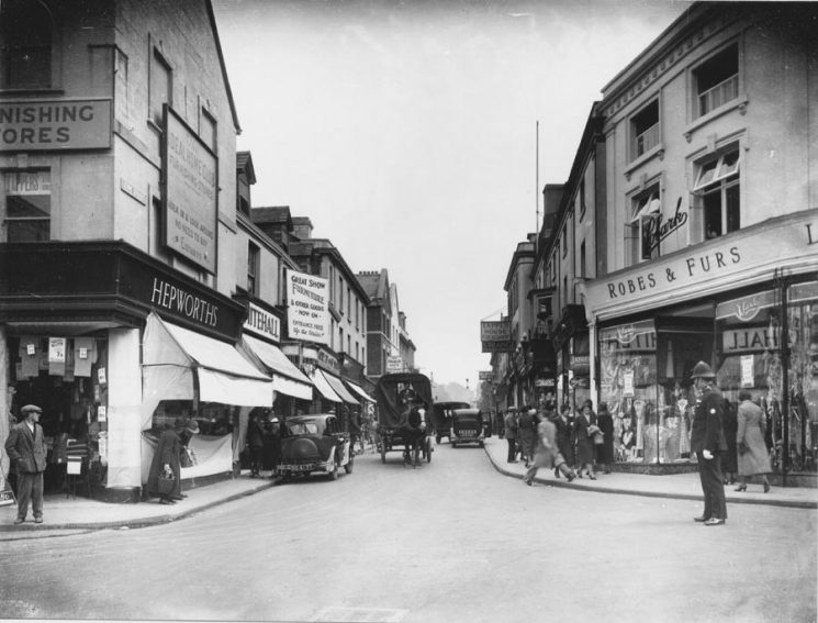 Police officer in King Street Stroud (Gloucestershire Police Archives URN 9882)