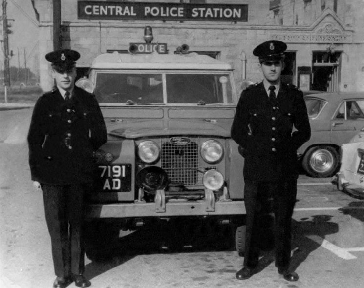 Police Constables Iliffe and Kimber with Land Rover 7191AD at Gloucester 1962. (Gloucestershire Police Archives URN 200) | Thank you to Martyn Hillier