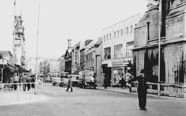 Officer directing traffic At Gloucester cross 1960s. (Gloucestershire Police Archives URN 10666) | Thank you to Martyn Hillier