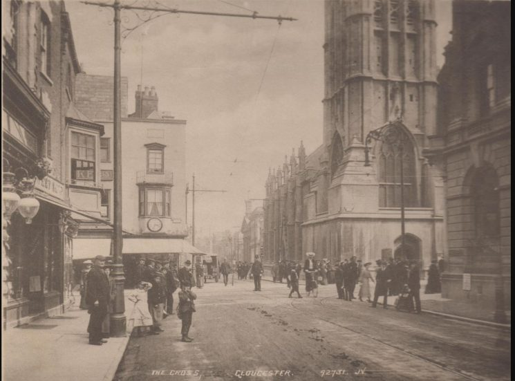 Officer directing traffic At Gloucester cross around 1910. (Gloucestershire Police Archives URN 10667)