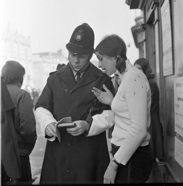 Police Constable Dave Lilley talking to a member of the public. (Gloucestershire Police Archives URN 10696) | Photograph from Wilts and Glos Standard
